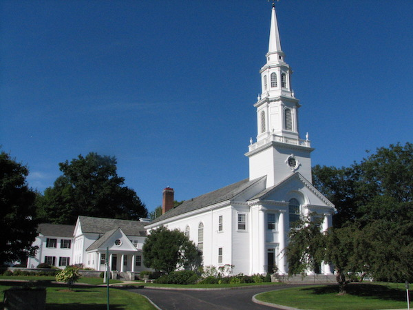 The stately Congretional Church in Concord, Massachusetts